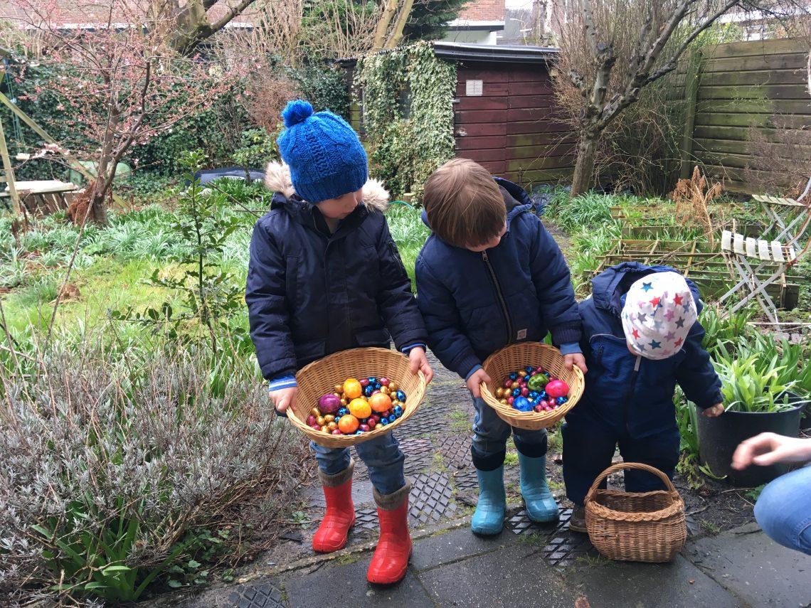 Paaseitjes zoeken met Pasen